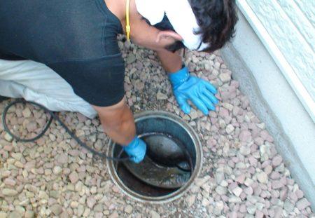 おじ様排水管洗浄中