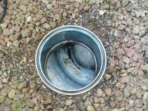 排水桝のふたを開けて見える内部の状態