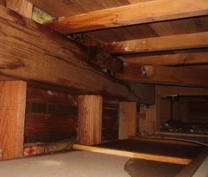 屋根裏の水漏れ