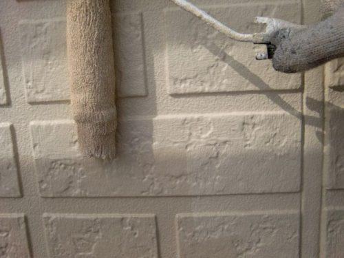 外壁を塗装している様子(2)