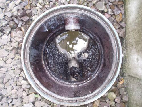 汚れた排水管