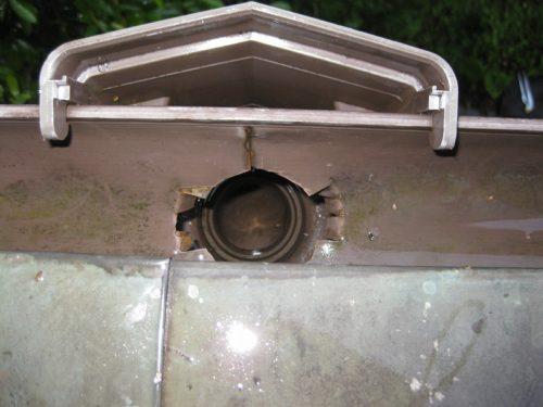 洗浄し終わった雨樋の管