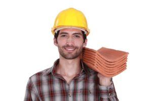 瓦屋根修理職人の顔