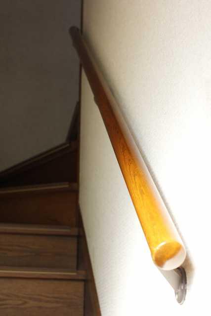 階段てすりのがたつき