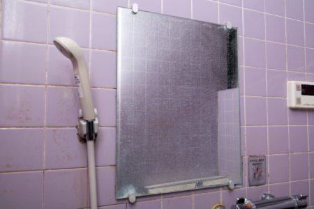 汚れた浴室の鏡