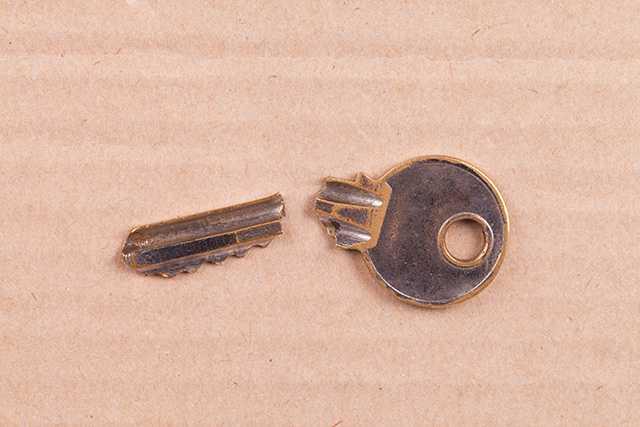 門扉の鍵の壊れ、そのままだと空き巣に狙われるかも!?