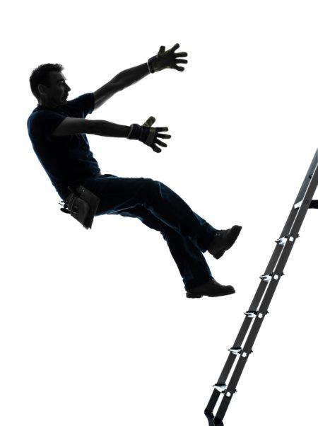 はしごから落下男