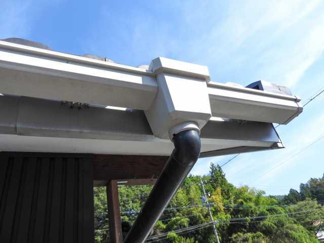 放置はダメ!雨樋の修理方法と費用目安