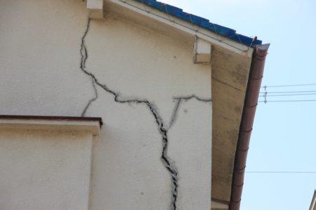ひび割れた外壁