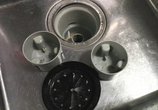 キッチンシンクの排水口が悪臭やつまりを起こしにくい掃除方法
