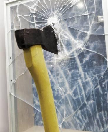 ガラス割り