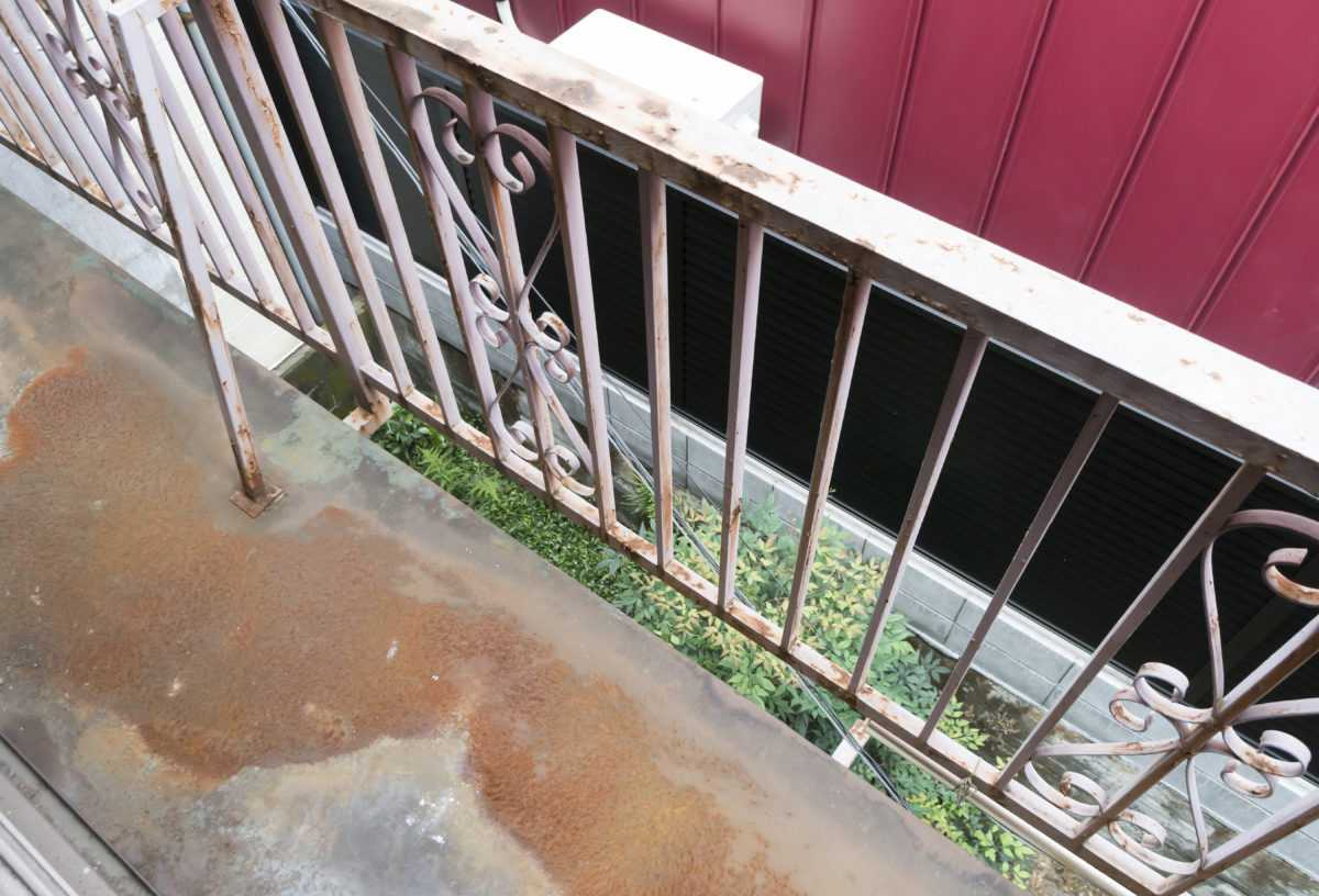 放置すれば雨漏りも!?ベランダ防水で家の劣化を防ぐ