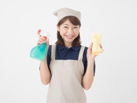 掃除笑顔の女性