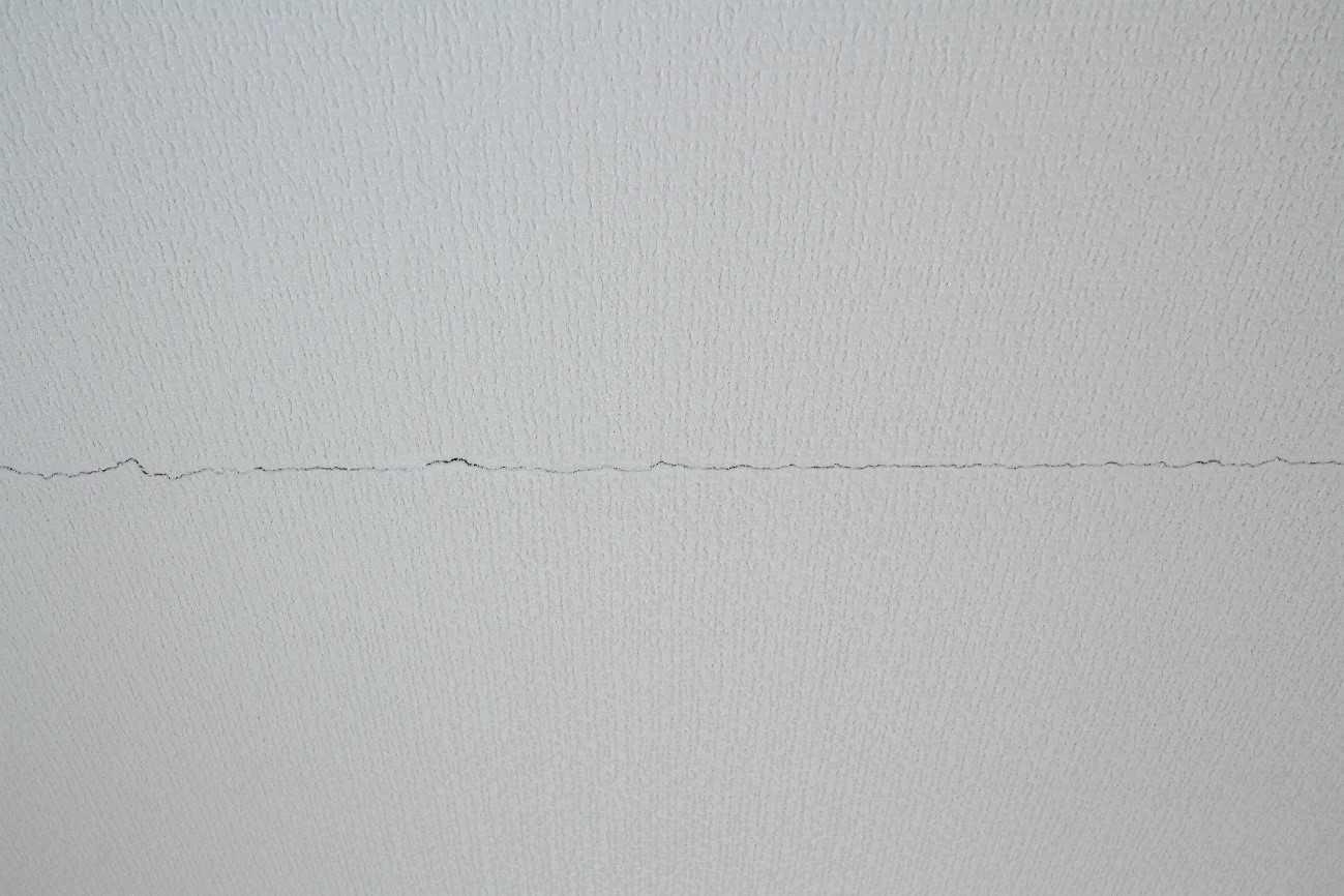 壁紙クロスのひびはこうしてできる 効率のよい対策と補修方法 イエコマ