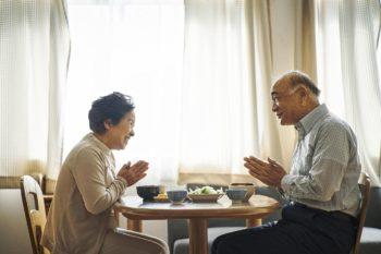 老夫婦の談笑