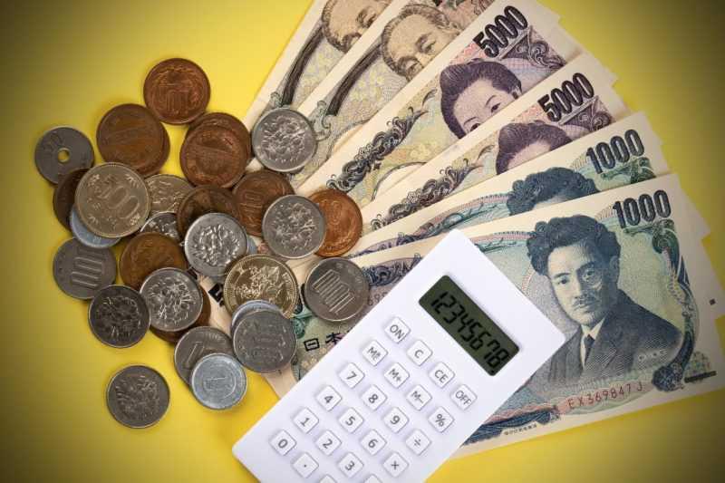 小銭と3万2千円と電卓