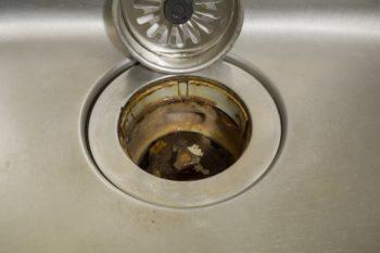 シンクの排水口の汚れ
