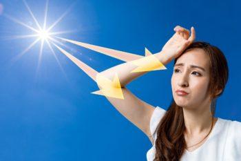 紫外線浴びる女性