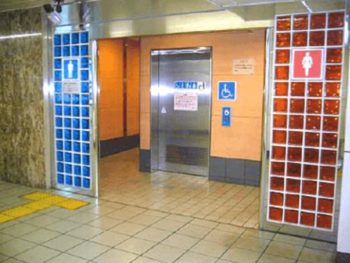 駅トイレ外観