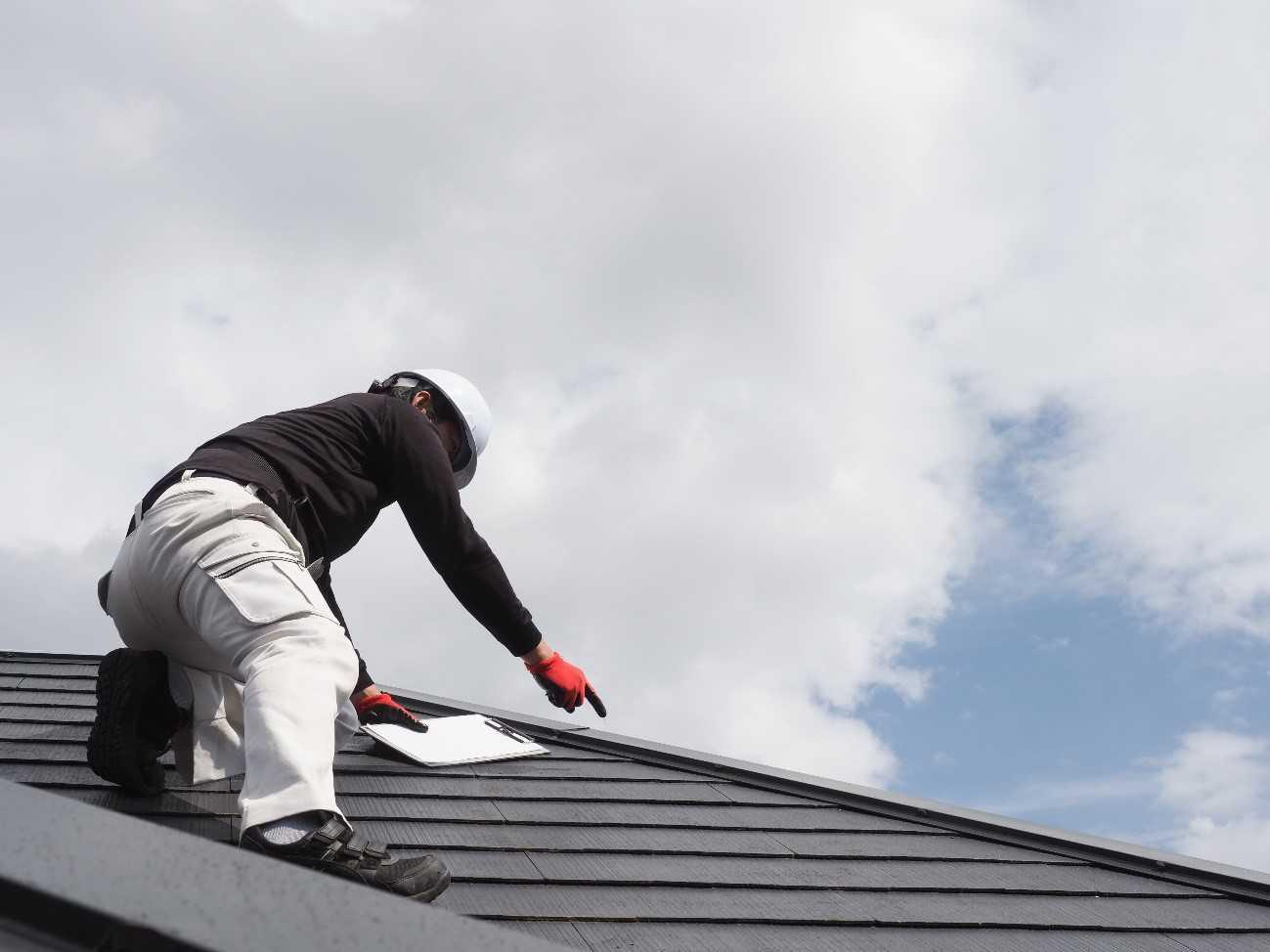 屋根カバー工法とは?葺き替え工事との違い|行うべき時期は〇年