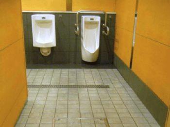 駅男子トイレ