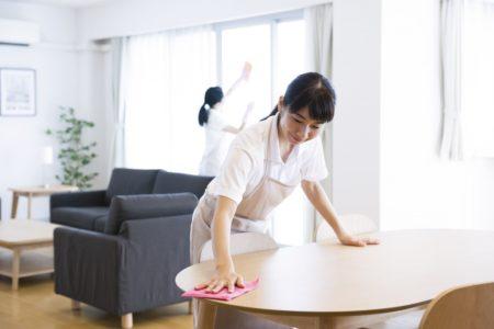 清掃女性ふたり
