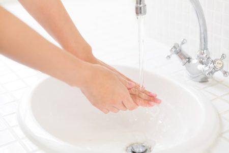 手洗い女性